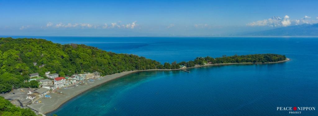 伊豆 大瀬崎 ダイビングのスポット。長細く延びた岬の先端には神社があり、その先に池があります。
